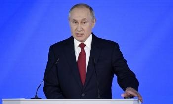 """Putin """"phủ sương mù"""" lên chính trường"""