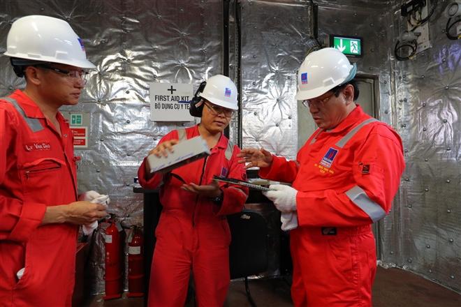 Gặp người đón dòng dầu khí đầu tiên từ lòng biển - 3