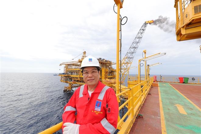 Gặp người đón dòng dầu khí đầu tiên từ lòng biển - 1