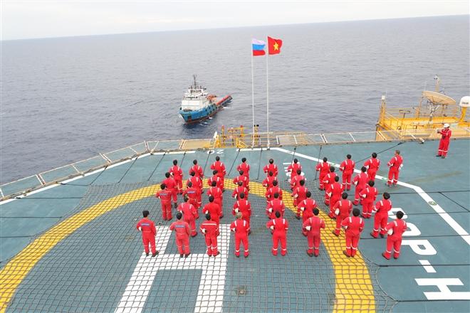Gặp người đón dòng dầu khí đầu tiên từ lòng biển - 2