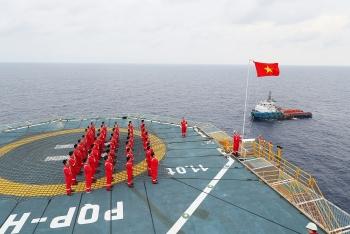 [PetroTimesTV] Lễ chào cờ tại mỏ khí Hải Thạch - Mộc Tinh