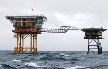 Cột mốc sống đầu tiên trên sóng Biển Đông