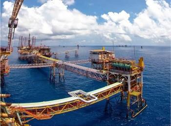 Đề phòng bất lợi kép từ giá dầu