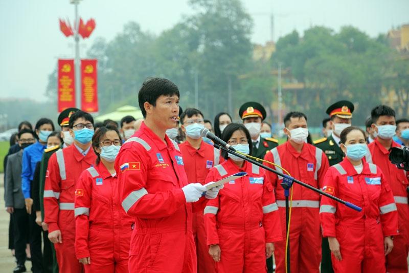 Giàn trưởng Nguyễn Thanh Tĩnh tại lễ báo công dâng Bác ở Quảng trường Ba Đình