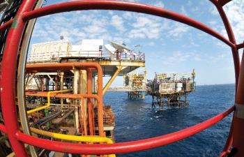 Giá xăng dầu hôm nay 3/4: Cú hích từ OPEC+ giúp giá dầu bay cao