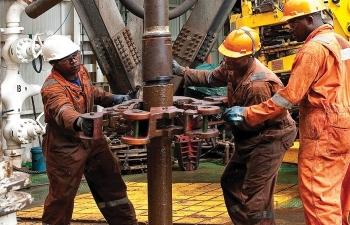 Giá xăng dầu hôm nay 26/12: Tăng ấn tượng