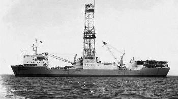 Kỳ XIV: Những tấn dầu đầu tiên