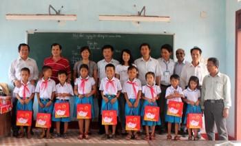 Công đoàn PV Drilling: Mang niềm vui ra Lý Sơn
