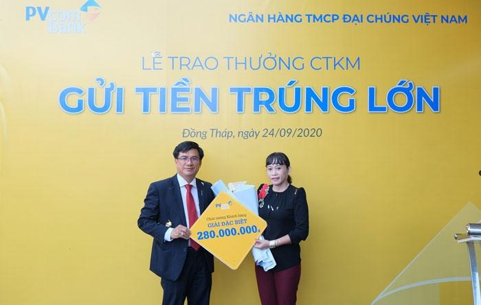 pvcombank-trao-tang-gan-330-trieu-dong-cho-khach-hang-may-man
