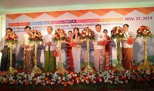 Công ty Lọc Hóa dầu Bình Sơn tham gia triển lãm ngành nhựa tại Myanmar