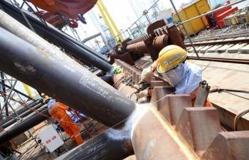 Giá xăng dầu hôm nay 4/7 vững vàng trên mốc 40 USD/thùng