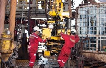 Người lao động dầu khí thi đua lao động sáng tạo