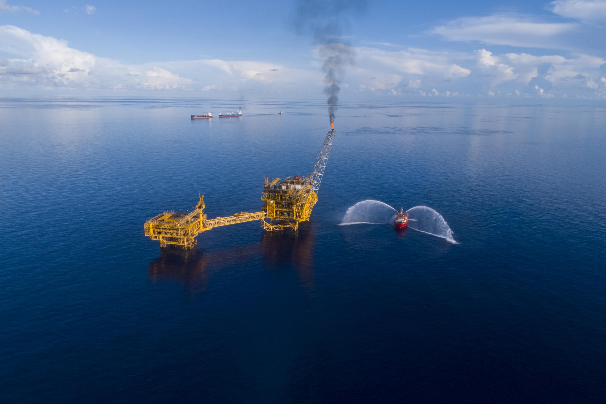 Petrovietnam tiên phong trong bảo vệ môi trường trên các công trình dầu khí biển