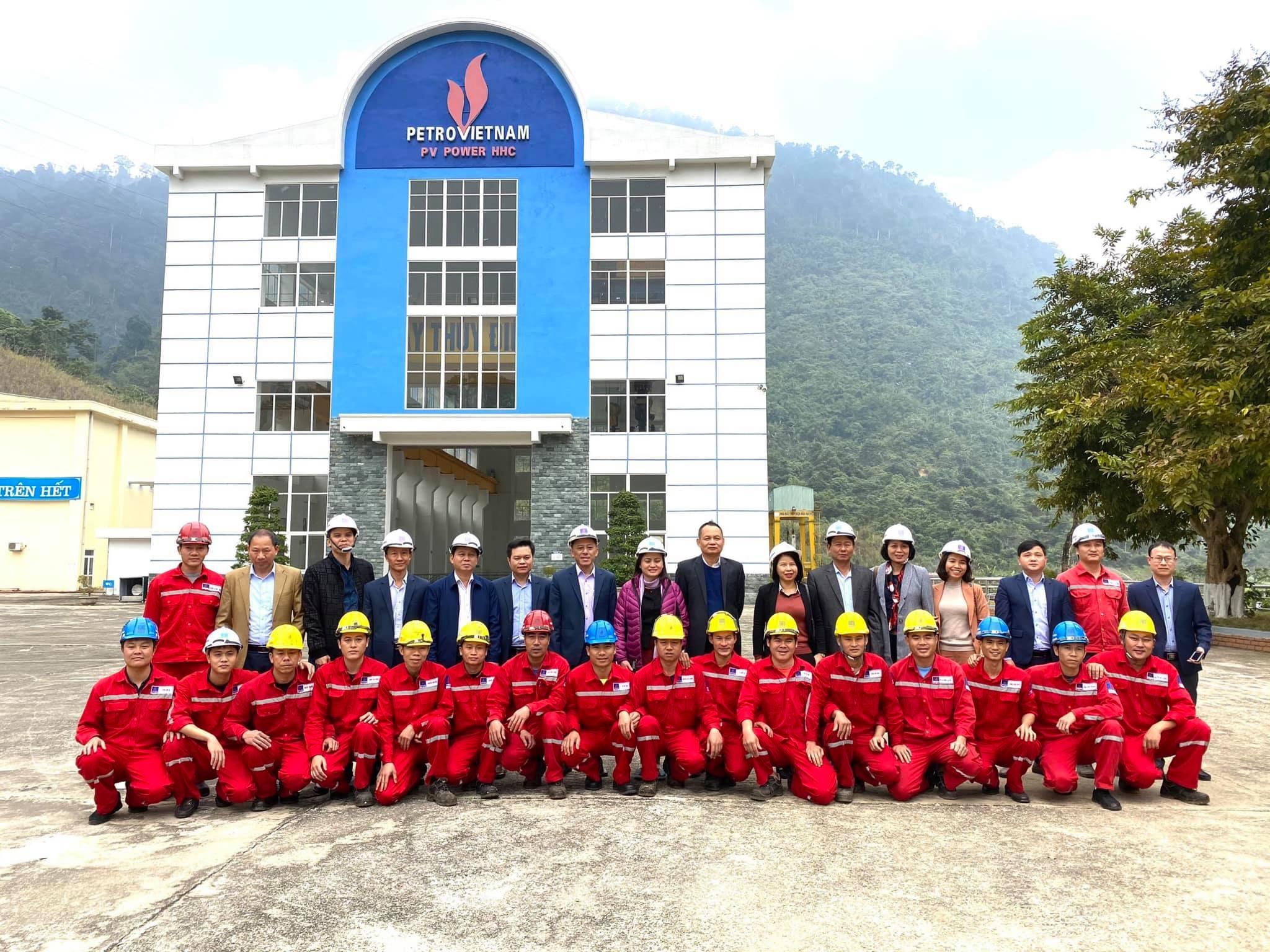 Chủ tịch CĐ DKVN thăm, chúc Tết, động viên người lao động Thuỷ điện Hủa Na