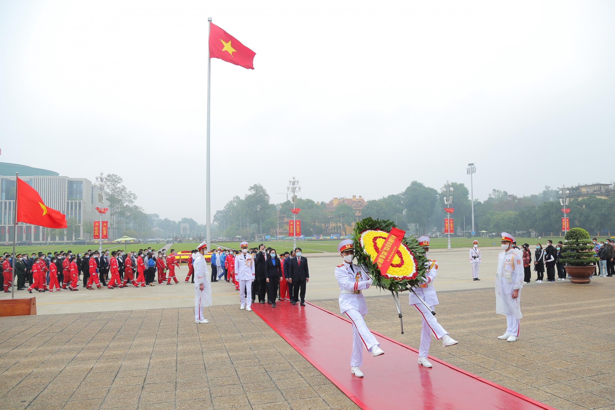 Người lao động Dầu khí báo công lên Chủ tịch Hồ Chí Minh