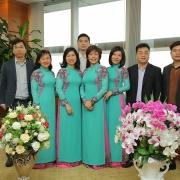 Nữ cán bộ Cơ quan Tập đoàn Dầu khí Việt Nam duyên dáng với áo dài
