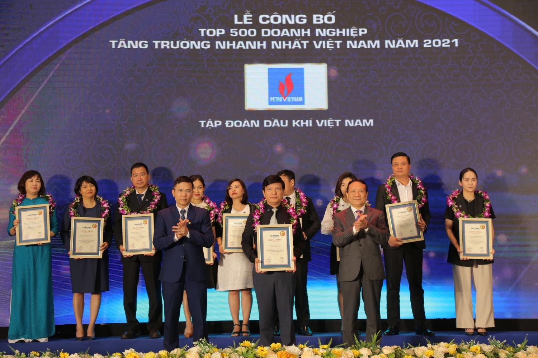 Petrovietnam nhận vinh danh Top 500 doanh nghiệp tăng trưởng nhanh nhất Việt Nam năm 2021