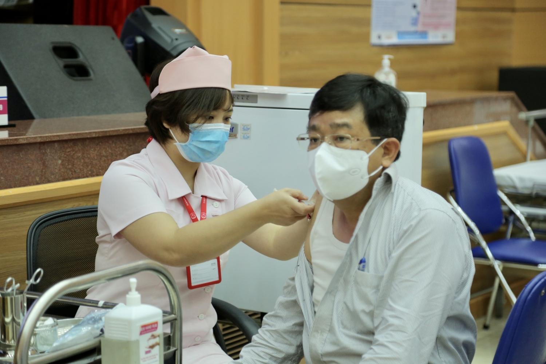 CBCNV Cơ quan Tập đoàn tham gia tiêm vắc xin phòng Covid 19