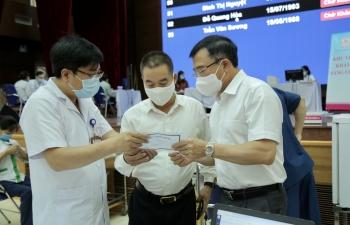 CBCNV Cơ quan Tập đoàn tham gia tiêm vắc xin phòng Covid-19
