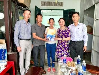 Chủ tịch CĐ DKVN thăm hỏi, động viên, tặng quà người lao động khó khăn tại Bà Rịa - Vũng Tàu