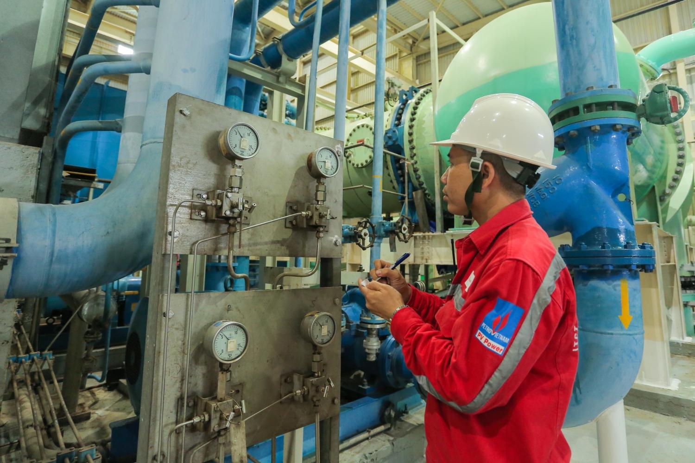 Kiểm tra hệ thống vận hành nhà máy điện Nhơn Trạch 2