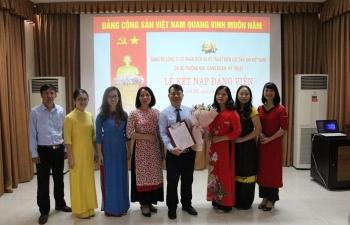 Chi bộ Thương mại - Đảng đoàn Kỹ thuật thuộc Đảng bộ PV Power Services tổ chức Lễ kết nạp đảng viên
