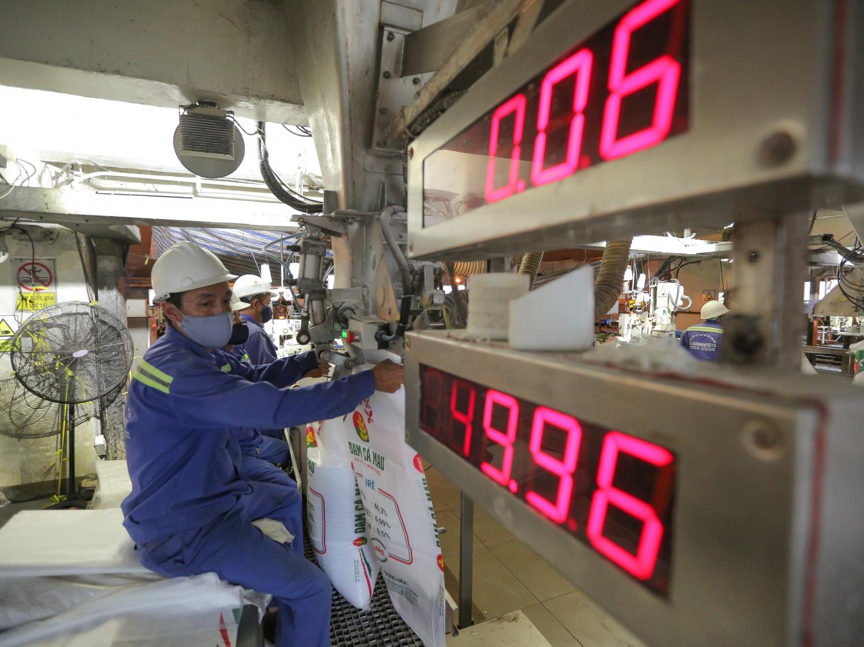 Người lao động Nhà máy Đạm Cà Mau