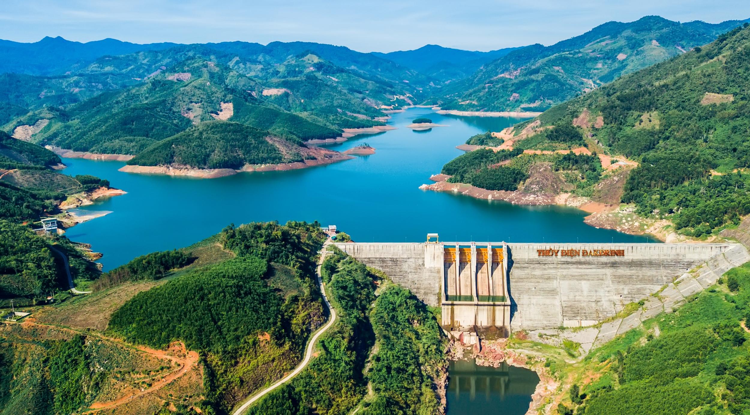 pv-power-phan-dau-dat-san-luong-hon-1243-trieu-kwh-trong-thang-92020