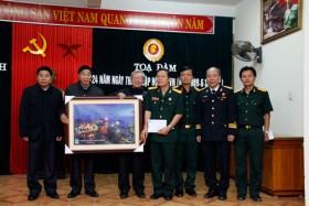 CCB PVN trao quà ủng hộ cho hội CCB tỉnh Quảng Bình