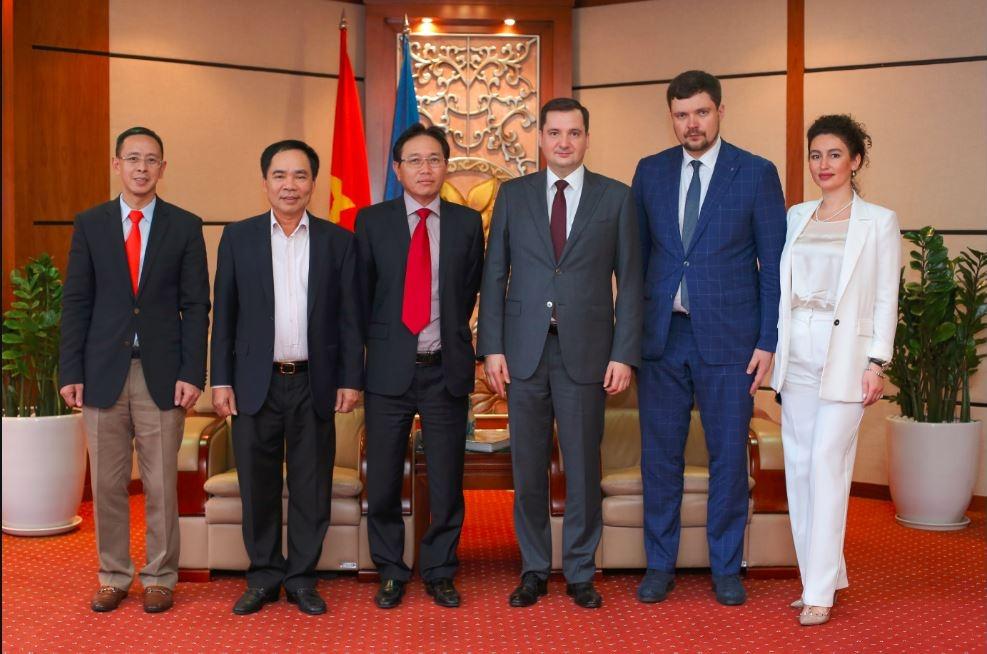 Lãnh đạo Petrovietnam tiếp đoàn đại biểu khu tự trị Nhenhexky và TGĐ Công ty Zarubezhneft