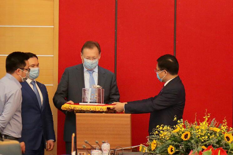 Tổng giám đốc Petrovietnam làm việc với Tổng giám đốc Zarubezhneft