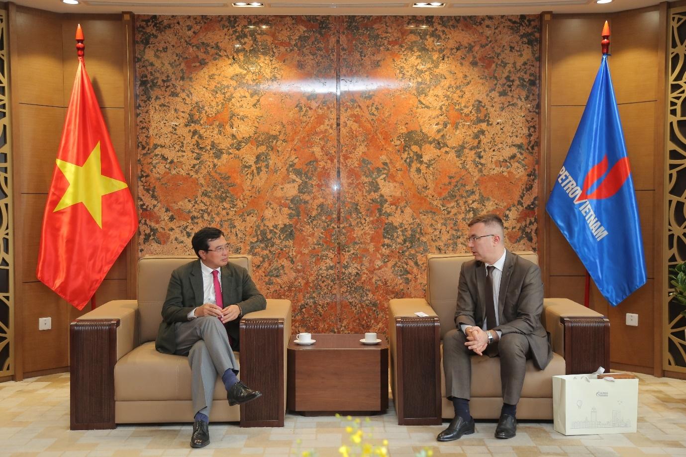 Chủ tịch Hội đồng Thành viên Petrovietnam Hoàng Quốc Vượng tiếp lãnh đạo Vietgazprom