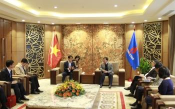 Chủ tịch HĐTV Petrovietnam Hoàng Quốc Vượng làm việc cùng lãnh đạo Doosan Vina