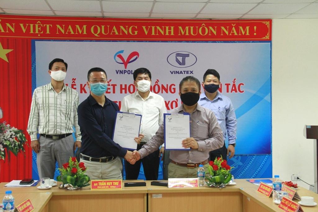 VNPOLY ký hợp đồng bao tiêu sản phẩm xơ PSF với các doanh nghiệp Dệt may miền Bắc