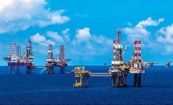 Hỗ trợ ngành dầu khí vượt khó