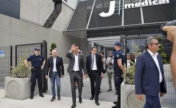 Hàng chục nghìn CĐV Juventus chào đón Ronaldo