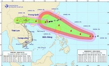 Bão số 5 ngày càng mạnh khi tiến vào biển Đông