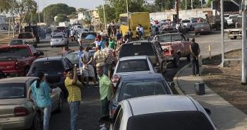 Venezuela áp dụng chính sách bán xăng dầu theo biển số xe