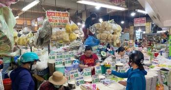 """TP HCM giảm 50% giá thuê sạp: Tiểu thương các chợ vẫn """"mù"""" thông tin"""