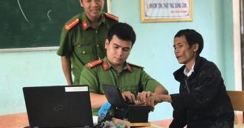 """""""Người rừng"""" Hồ Văn Lang làm căn cước công dân"""