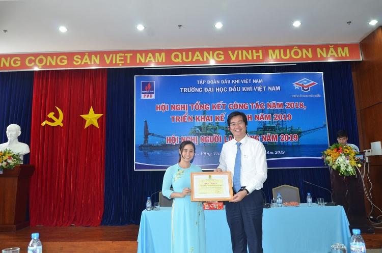 pvu phai phat trien ben vung tren co so dam bao hai hoa giua dao tao va nghien cuu khoa hoc