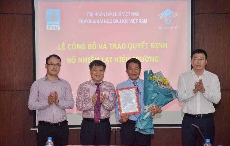 Công bố và trao quyết định bổ nhiệm lại Hiệu trưởng PVU đối với đồng chí Phan Minh Quốc Bình