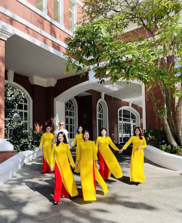 Vietsovpetro: Phụ nữ Xí nghiệp Khí duyên dáng với tà áo dài truyền thống