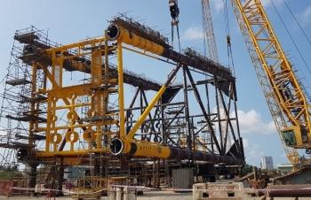 Vietsovpetro: Xí nghiệp Xây lắp lắp dựng thành công  Panel Row A giàn Đầu giếng BK-21, mỏ Bạch Hổ