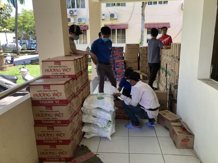 """Tuổi trẻ Dầu khí Việt Nam với chương trình """"Siêu thị 0 đồng"""" hỗ trợ người có hoàn cảnh khó khăn  tại T.P Vũng Tàu"""