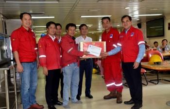 CĐ DKVN thăm hỏi, động viên và tặng quà CBCNV giàn PV Drilling V