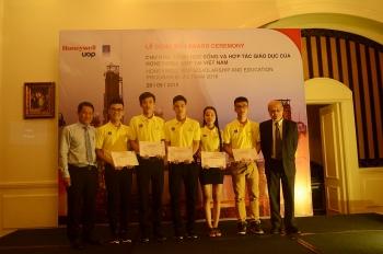 Honeywell UOP trao học bổng cho 5 sinh viên PVU xuất sắc
