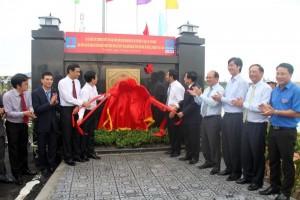 Gắn biển công trình Dự án thu gom, phân phối khí Thái Bình