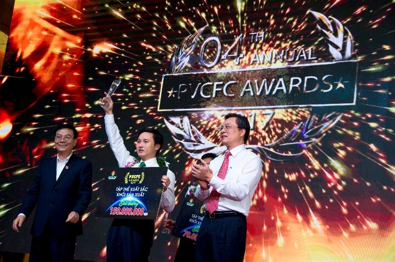 pvcfc awards 2017 ngay hoi vinh danh tap the ca nhan xuat sac