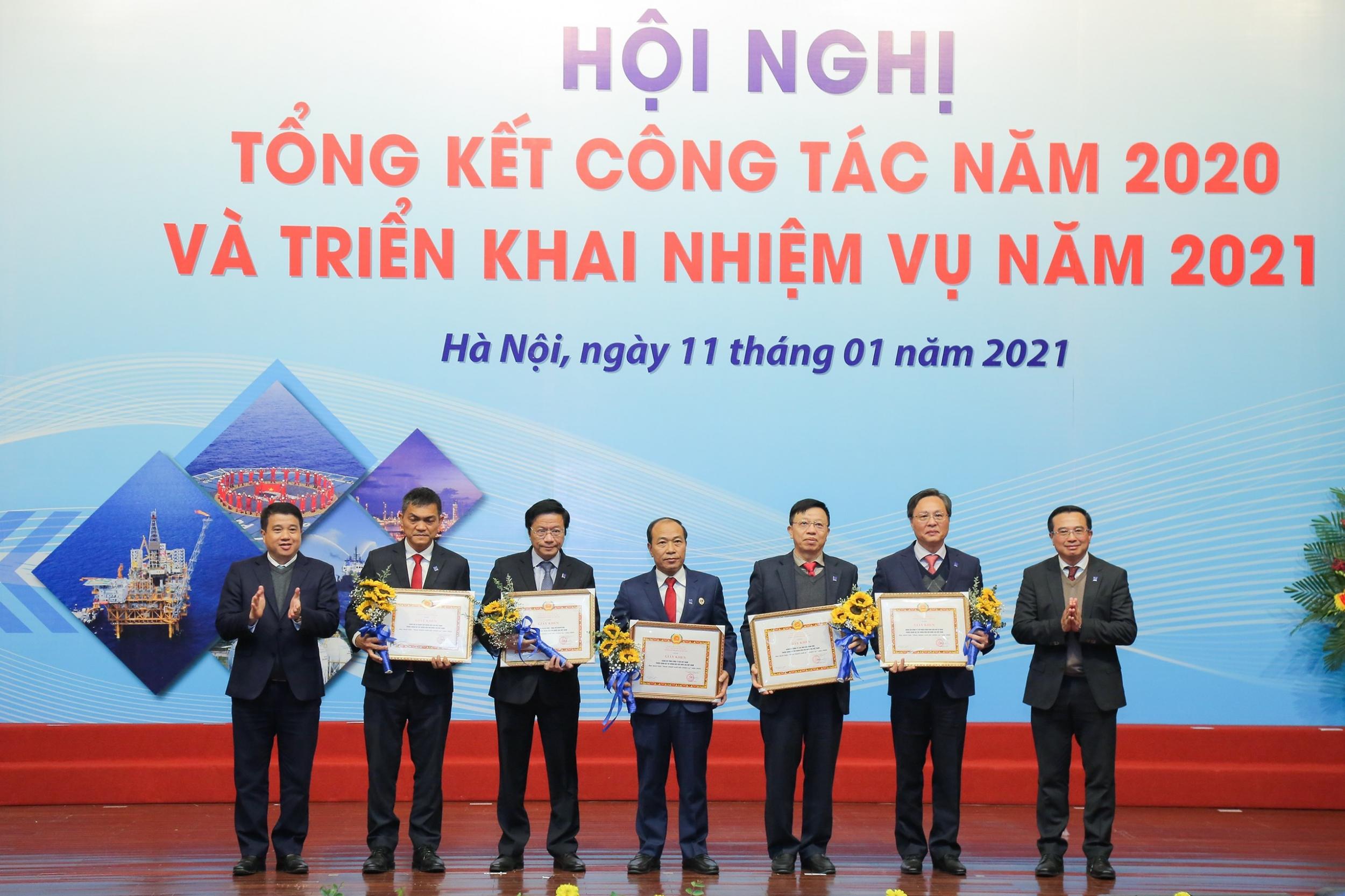 Đảng bộ PV GAS nhận tôn vinh Đảng bộ hoàn thành xuất sắc nhiệm vụ